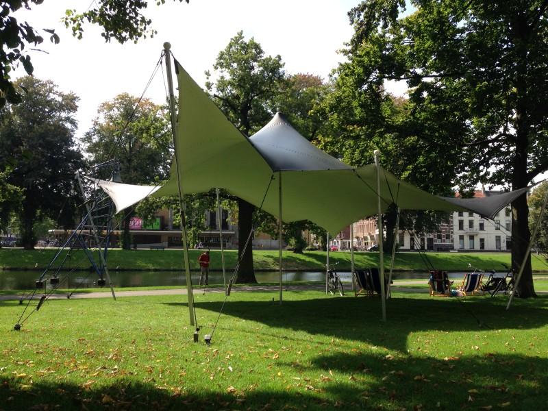 meintent - strechtent in het park
